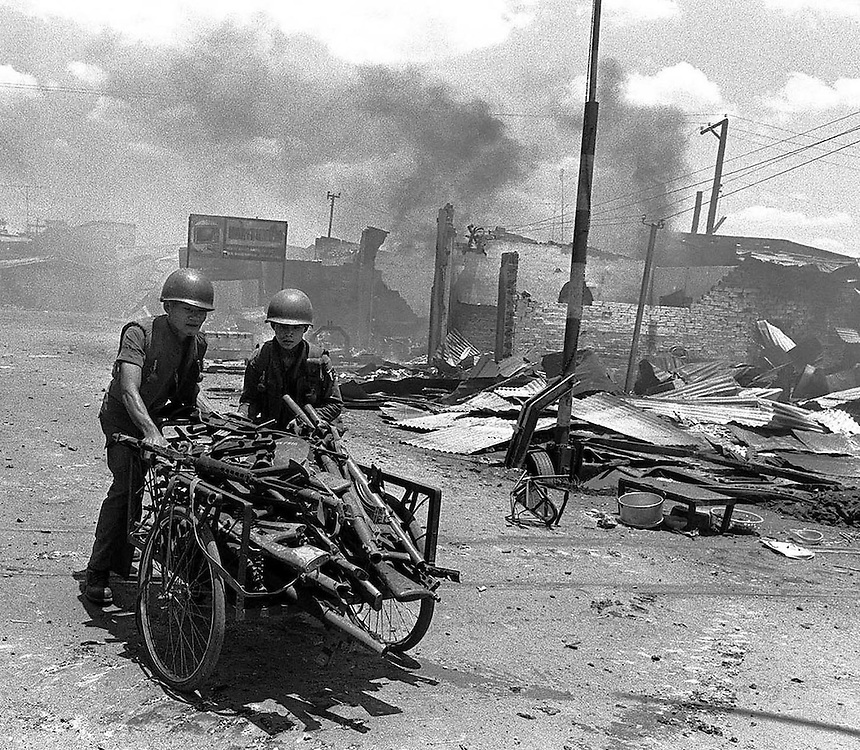 Vietnam,Xuan Loc.South Vietnamese soldiers in the besieged town of Xuan Loc prior to its fall to the advancing  North Vietnamese forces. 1975. Photo Terry Fincher.