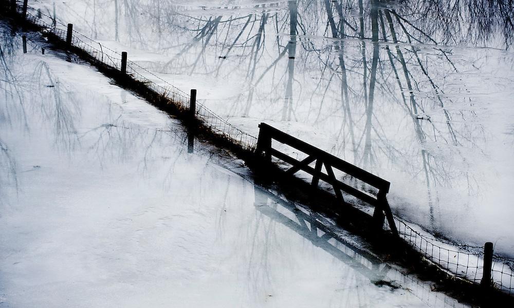 Nederland, Wijk bij Duurstede, 7 jan 2011.Uiterwaarden van de Lek met nevel en ijs..Foto (c)  Michiel Wijnbergh