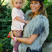 NLD/Amsterdam/20150909 - Uitreiking Mamma of The Year Awards, Renee Vervoorn en dochter Monroe