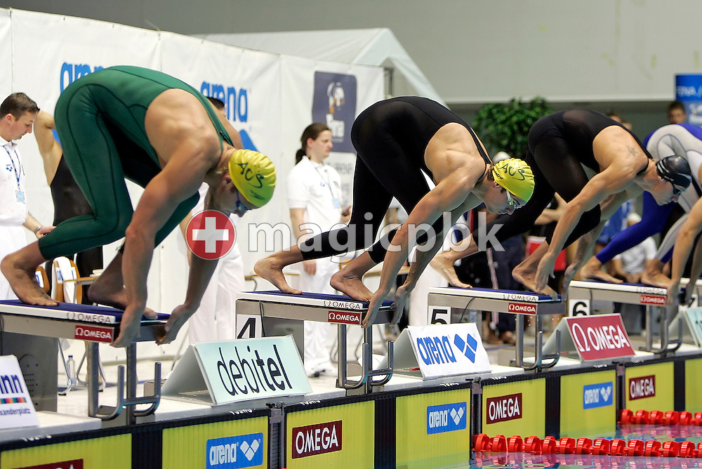 Andrew LAUTERSTEIN (L) and Eamon SULLIVAN (C) of Australia start in the  men's 100m freestyle heats in the Schwimm- und Sprunghalle Europa Sportpark at the Fina Swimming World Cup in Berlin, Germany, Saturday 17 November 2007. (Photo by Patrick B. Kraemer / MAGICPBK)