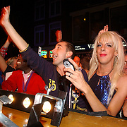 NLD/Amsterdam/20050806 - Gaypride 2005, optreden Vanessa, fans