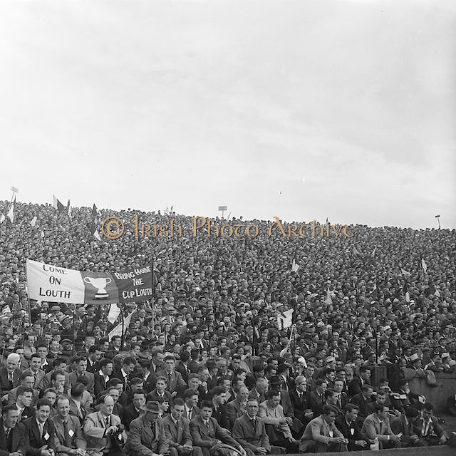 Crowds at the All Ireland Senior Gaelic Football Championship Final Louth v Cork at Croke Park on the 22nd September 1957. Louth 1-09 Cork 1-07.