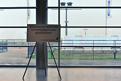 19.11.2010, Flughafen, Bremen, GER, Sicherheitsmaßnahmen am Airport Bremen, im Bild Aus Sicherheitsgründen wurde die Besucherterrasse gesperrt   EXPA Pictures © 2010, PhotoCredit: EXPA/ nph/  Frisch+++++ ATTENTION - OUT OF GER +++++
