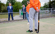 Koning Willem Alexander tijdens het een werkbezoek gebracht aan sportgebied Genneper Parken in Eindhoven. Het bezoek vond plaats in het kader van de uitbraak van het coronavirus (COVID-19).<br /> <br /> King Willem Alexander paid a working visit to the Genneper Parken sports area in Eindhoven. The visit took place in the context of the coronavirus outbreak (COVID-19).