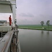 03-05-2000-Foxhol (GR) scheepswerf Bodewes Volharding aan het Winschoterdiep. Een schip in aanbouw in het Groningse landschap.<br /> Foto: Sake Elzinga