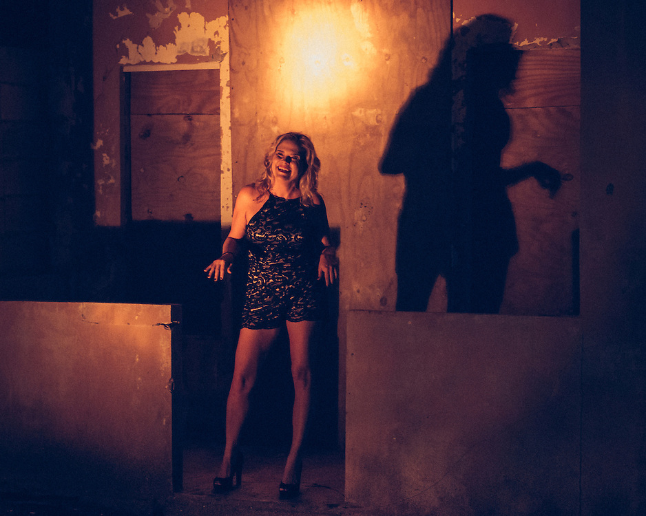 """Activamos el espacio físico y metafórico de una casa vieja de Santurce erguida con firmeza temeraria a pesar de su entorno de """"modernización"""". Resiliencia Adecuada explora con palabra, imágenes y movimiento los recovecos de la nostalgia en resistencia.<br /> <br /> Este trabajo en proceso es una colaboración de los artistas puertorriqueños Tamaris Cañals, Rafael Marxuach y Dorcas Román."""