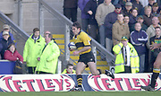 Northampton, Northamptonshire, UK, 08.12.2001, Fraser WATERS, attacking on the wing,, Northampton Saints vs  London Wasps, Zurich Premiership Rugby, Franklyn Gardens, [Mandatory Credit: Peter Spurrier/Intersport Images]<br /> 8-12-2001