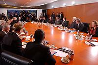 22 OCT 2002, BERLIN/GERMANY:<br /> Uebersicht Kabinettstisch, vor Beginn der ersten Kabinettsitzung der neuen Bundesregierung, Kabinettsaal, Bundeskanzleramt<br /> IMAGE: 20021022-02-023<br /> KEYWORDS: Kabinett, Sitzung,