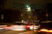 Sao Paulo_SP, Brasil...Transito em Sao Paulo a noite...Traffic in Sao Paulo at night...Foto: MARCUS DESIMONI /  NITRO