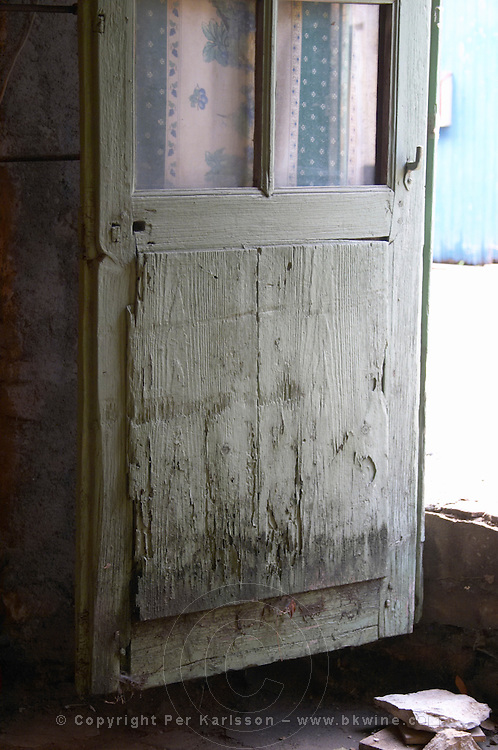 Domaine d'Aupilhac. Montpeyroux. Languedoc. An old door. France. Europe.