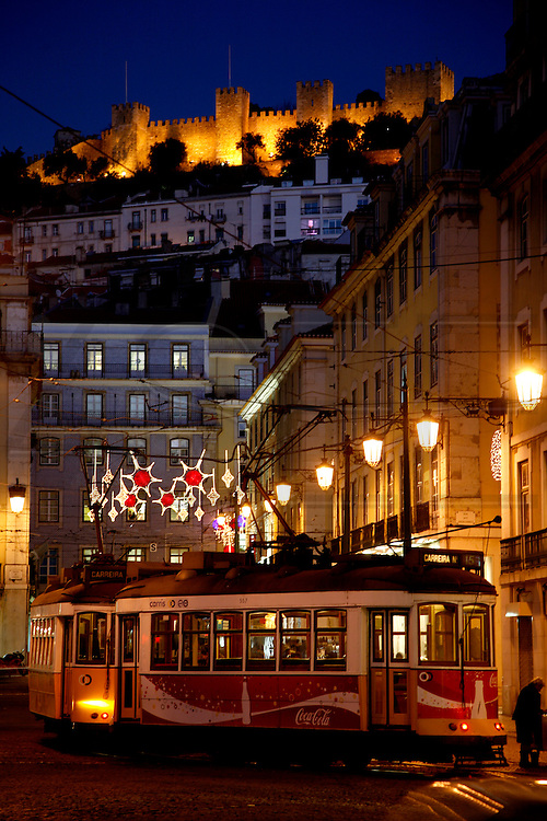 From Figueira square is possible to see Saint George's Castle on the top of one of Lisbon's seven hills.