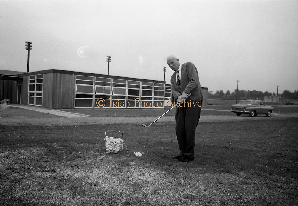 14/05/1965<br /> 05/14/1965<br /> 14 May 1965<br /> New Golf Range at Leopardstown, Foxrock, Dublin. Image shows golfer practicing his chipping on the range.