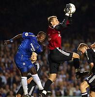 Photo: Chris Ratcliffe.<br />Chelsea v Anderlecht. UEFA Champions League.<br />13/09/2005.<br />Michael Essien cannot get above Anderlecht keeper Daniel Zitka