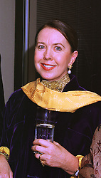 Social figure MRS MO ROTHMAN at a party in London on 7th December 1998.<br /> MMR 17
