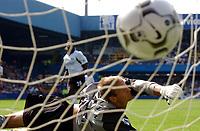 Fotball. Premier League. 17.08.2002.<br />Fulham v Bolton.<br />Louis Saha utlikner for Fulham på straffespark.<br />Foto: Roger Parker, Digitalsport
