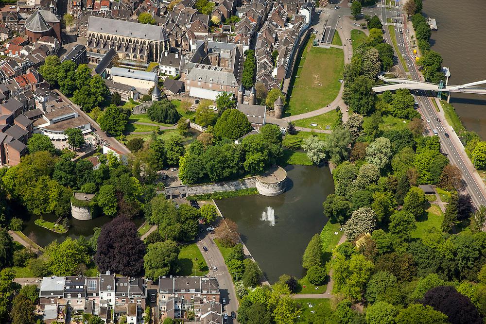 Nederland, Limburg, Gemeente Maastricht, 27-05-2013; <br /> De oever van de Maas en Maasboulevard (r ) met het Stadspark en de stadsmuur  en het Pesthuis (m), binnen de muren.<br /> The bank of the river Maas (Meuse) and the Maasboulevard. Next to it the public park en the town walls .<br /> luchtfoto (toeslag op standaardtarieven);<br /> aerial photo (additional fee required);<br /> copyright foto/photo Siebe Swart.