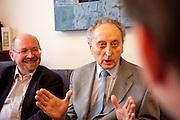 Gespräch mit Gerhard Frey-Reininghaus von der Kirche der böhmischen Brüder und Jakub Trojan (rechts), der frühere Dekan der evangelisch-theologischen Fakultät der Karls-Universität.
