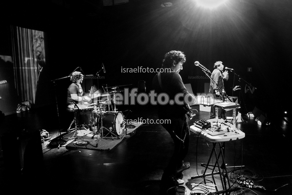 José María Arreola (drums), Alonso Arreola (bass, keyboard), and Mardonio Carballo performing as an introduction to their production Las Horas Perdidas.