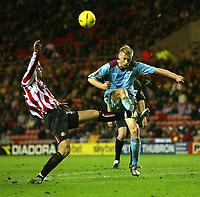 Fotball<br /> England 2004/2005<br /> Foto: SBI/Digitalsport<br /> NORWAY ONLY<br /> <br /> Sunderland v West Ham United<br /> Coca-Cola Championship, Stadium of Light, Sunderland 04/12/2004.<br /> <br /> Sunderland's Darren Carter (L) battles with West Ham's Luke Chadwick (R).
