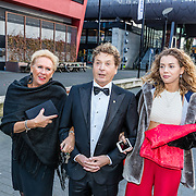NLD/Hilversum//20170306 - uitreiking Buma Awards 2017, Hans van Hemert en vriendin en dochter