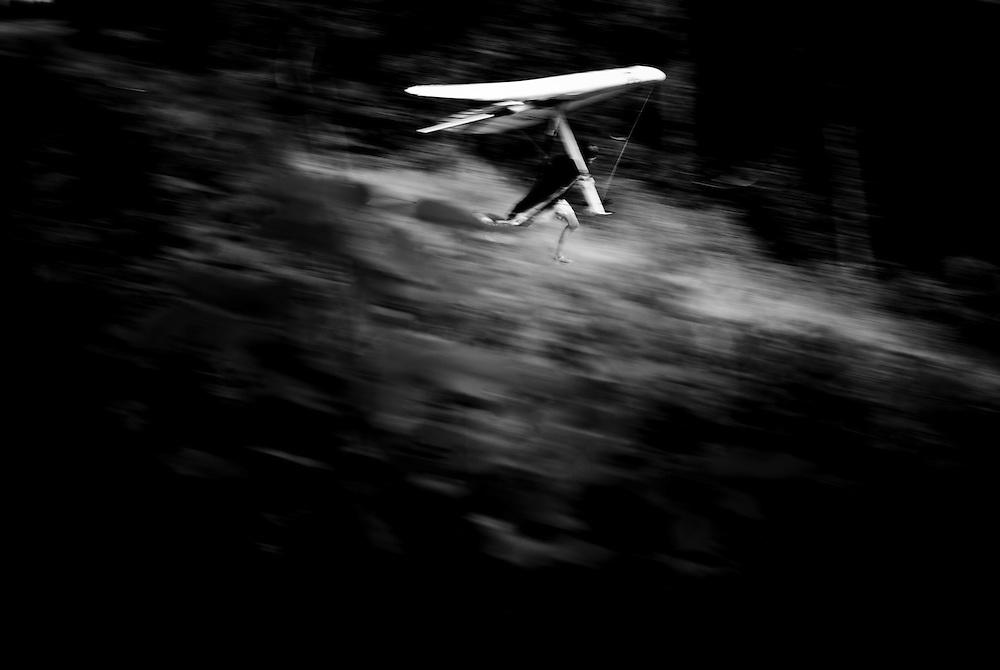 Copyright: outdoorgames.org / Christophe Margot.Event: Nissan Outdoor Games, Interlaken 2008.Photographer: Christophe Margot.Date: 30 June 2008.Athlete: Flo Horley/Team Austria.Description:Flying over Interlaken