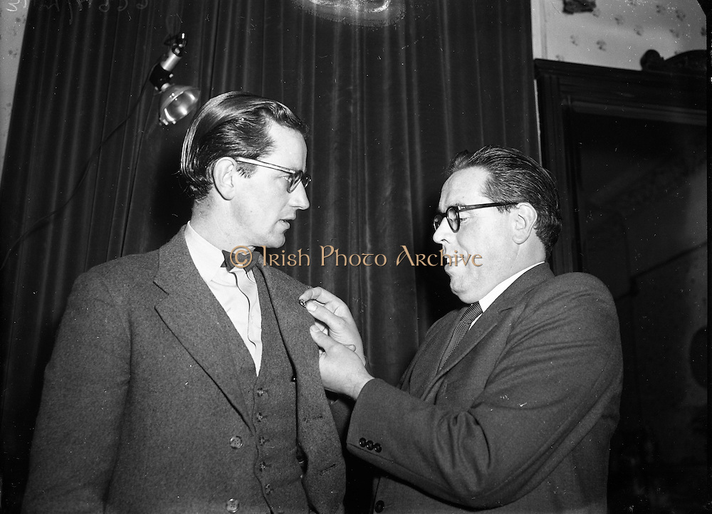 Dr Noel Browne TD Receives a Fainne at Belvedere Hotel<br />