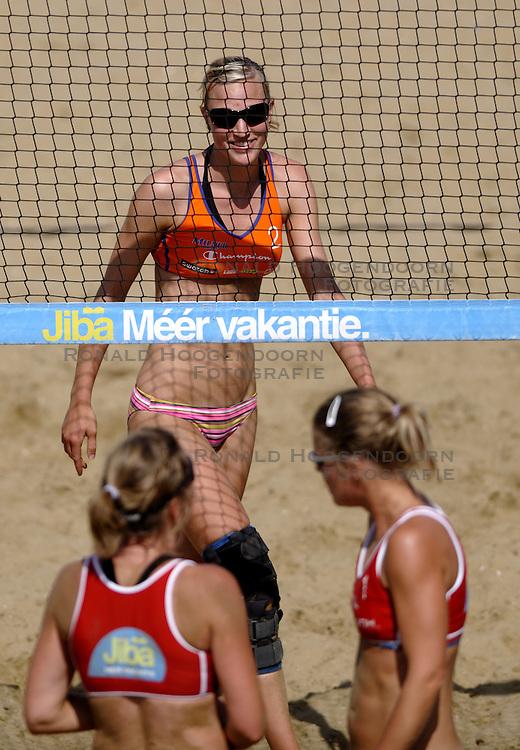 20-08-2010 VOLLEYBAL: NK BEACHVOLLEYBAL: SCHEVENINGEN <br /> At the Scheveningen beach this weekend Jiba NK Beach Volleyball held. / <br /> Judith Pietersen<br /> ©2010-WWW.FOTOHOOGENDOORN.NL