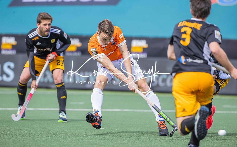AMSTELVEEN -  Yannick van der Drift (Bldaal) brengt de stand op 0-1,   tijdens de Euro Hockey League finale mannen, Atletic Terrassa (Sp) - HC Bloemendaal (2-5). COPYRIGHT KOEN SUYK