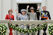 Prinsjesdag 2011 - Paleis Noordeinde Den Haag.  Op Prinsjesdag spreekt het staatshoofd, Koningin Beatrix, de troonrede uit. Daarin geeft de regering aan wat het regeringsbeleid zal zijn voor het komende jaar.<br /> <br /> Prinsjesdag (English: Prince's Day) is the day on which the reigning monarch of the Netherlands (currently Queen Beatrix) addresses a joint session of the Dutch Senate and House of Representatives in the Ridderzaal or Hall of Knights in The Hague. <br /> <br /> Op de foto/ On the Photo Koningin Beatrix met Prinses Maxima en Prins Willem Alexander