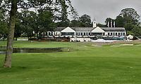 STAFFAN (Ierland) - K CLUB bij Dublin, de golfbaan waar in 2006 de Ryder Cub wordt gespeeld. Hole 18 met clubhuis.