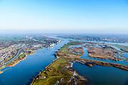Nederland, Zuid-Holland, Hardinxveld-Giessendam, 07-02-2018; splitsing Boven-Merwede in Beneden-Merwede en Nieuwe-Merwede. Links Boven-Hardinxveld, rechts Werkendam. Onder in beeld Sliedrechtse Biesbosch.<br /> River Merwede (continuation Rhine) ramifies in two new branches.<br /> <br /> luchtfoto (toeslag op standard tarieven);<br /> aerial photo (additional fee required);<br /> copyright foto/photo Siebe Swart