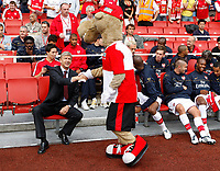 Photo: Richard Lane/Richard Lane Photography. Arsenal v Juventus. Emirates Cup. 02/08/2008. Arsenal's manager, Arsene Wenger shakes hands with the Emirates mascot, Saba'a.