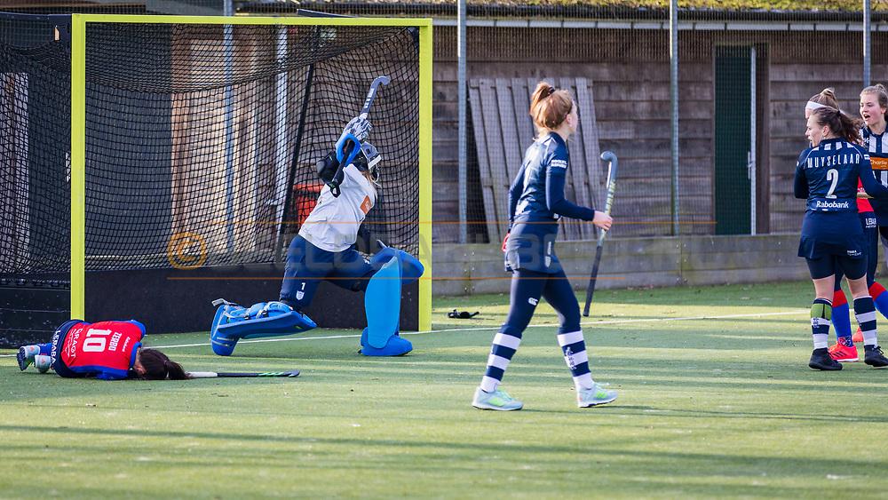 BILTHOVEN -  Hoofdklasse competitiewedstrijd dames, SCHC v hdm, seizoen 2020-2021.<br /> Foto: Ginella Zerbo (SCHC) gevloerd