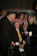 SIR FREDERICK FORSYTH, MARK BIRLEY AND LADY ANNABEL GOLDSMITH, Cartier dinner in the Chelsea Physic Garden. 22 May 2006. ONE TIME USE ONLY - DO NOT ARCHIVE  © Copyright Photograph by Dafydd Jones 66 Stockwell Park Rd. London SW9 0DA Tel 020 7733 0108 www.dafjones.com