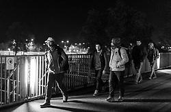 23.10.2015, Grenzübergang, Salzburg - Freilassing, AUT, Flüchtlingskrise in der EU, im Bild Flüchtlinge kommen in Deutschland an, nachdem Sie das Saalachkraftwerk Rott überquert haben. Das verschärfte deutsche Gesetzespaket für Asylwerber ist bereits in Kraft getreten damit der Rekordmigrantenzustrom bewältigt werden kann. schwarz-weiss Foto // Refugees arrive in Germany after you have crossed the Bridge of the Saalach power plant Rott. Germany tightens asylum rules from today to cope with record migrant influx, Austrian - German Border, Salzburg, Austria on 2015/10/23, Monochrome Image. EXPA Pictures © 2015, PhotoCredit: EXPA/ JFK