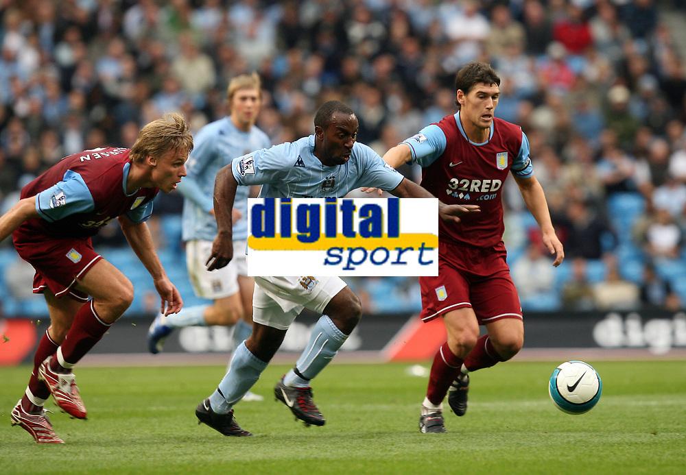 Photo: Paul Greenwood.<br />Manchester City v Aston Villa. The FA Barclays Premiership. 16/09/2007.<br />Determind running through the Villa defence by Man City's Darius Vassell (C)