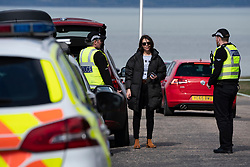 Edinburgh, Scotland, UK. 31 March, 2020. Police patrol public parks and walking areas to enforce the coronavirus lockdown regulations about being outdoor. Police talk to member of public at Gypsy Brae recreation ground on waterfront. Iain Masterton/Alamy Live News