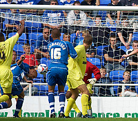 Photo: Daniel Hambury.<br /> Reading v Millwall. Coca Cola Championship.<br /> 20/08/2005.<br /> Reading's Steve Sidwell stoops to score Reading fifth goal.