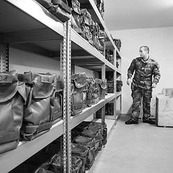 mardi 17 janvier 2017, 16h20, Valdahon. Avant de procéder de façon définitive au colisage en présence de chacun des militaires déployés, ce militaire en charge du matériel pour la compagnie prépare les matériels qui seront perçus au régiment pour la mission Sentinelle.