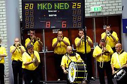 29-05-2010 VOLLEYBAL: EK KWALIFICATIE MACEDONIE - NEDERLAND: ROTTERDAM<br /> Nederland verslaat Macedonie met 3-0 / Ook de volleybalbond begint aan een dweilorkest bij de wedstrijden<br /> ©2010-WWW.FOTOHOOGENDOORN.NL
