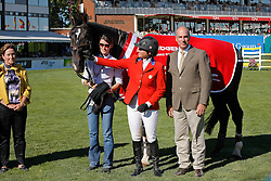 Madden Beezie (USA) - Judgement<br /> Farewell of Judgement from the sport<br /> Madden John and groom ...<br /> Southern Nancy<br /> Spruce Meadows Masters - Calgary 2009<br /> © Dirk Caremans