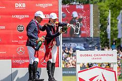 ROBERT Olivier (FRA), GATES Jennifer (USA)<br /> Hamburg - 90. Deutsches Spring- und Dressur Derby 2019<br /> Siegerehrung<br /> GLOBAL CHAMPIONS LEAGUE<br /> CSI5* Int. Springprüfung nach Fehlern und Zeit <br /> Wertungsprüfung der Global Champions League <br /> Qualifikation zum LGCT Grand Prix<br /> 01. Juni 2019<br /> © www.sportfotos-lafrentz.de/Stefan Lafrentz