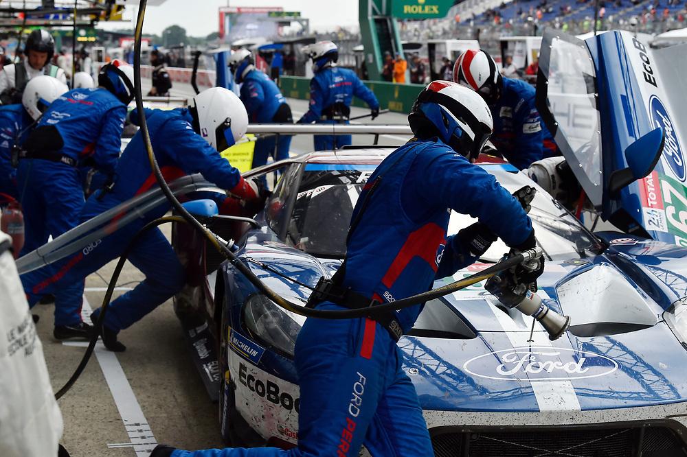 #67 Ford Chip Ganassi Racing Ford GT: Andy Priaulx, Harry Tincknell, Tony Kanaan, pit stop<br /> Saturday 16 June 2018<br /> 24 Hours of Le Mans<br /> 2018 24 Hours of Le Mans<br /> Circuit de la Sarthe WI FR<br /> World Copyright: Scott R LePage