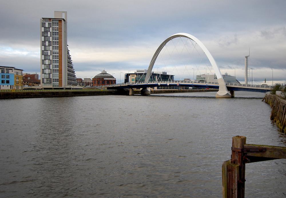 Bendy bridge over river Clyde, Glasgow, Scotland