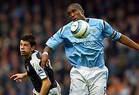 Fotball<br /> Premier League England<br /> 2004/2005<br /> 16.10.2004<br /> Foto: BPI/Digitalsport<br /> NORWAY ONLY<br /> <br /> Manchester City v Chelsea<br /> <br /> Sylvain Distin of Man City (R) beats Mateja Kezman in the air