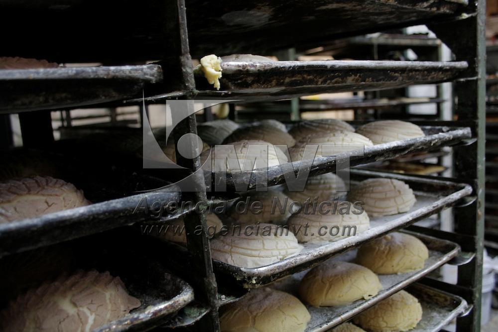 Toluca, México.- El incremento del costo del huevo en los ultimos días ya tuvo un impacto en el precio del pan, ya que en promedio aumentó un 20 por ciento en los últimos días, esperan que la gente no deje de consumir este alimento. Agencia MVT / Arturo Hernández S.