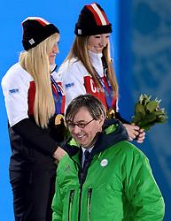 20-02-2014 SCHAATSEN: OLYMPIC GAMES HULDIGING: SOTSJI<br /> De bloemen aan Olympische kampioenen Kaillie Humphries en Heather Moyse werden uitgereikt door Wiltfried Idema, bestuur FITB<br /> ©2014-FotoHoogendoorn.nl