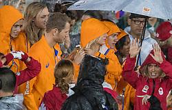 21-08-2016 BRA: Olympic Games day 22, Rio de Janeiro<br /> Rio neemt afscheid van de Olympische Spelen, sluitingsceremonie met veel dans, muziek en saaiheid / Debby Stam-Pilon #16, Alexander Brouwer #1, Laura Dijkema #14, Maret Balkestein-Grothues #6