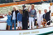 Prins Maurits heeft op het IJ in Amsterdam de traditionele vlootschouw van Sail afgenomen. Ter hoogte van het KNSM-eiland voeren zo'n honderd historische schepen langs het zeilschip De Groene Draeck. <br /> <br /> Prince Maurice has on the IJ in Amsterdam declined the traditional naval review of Sail. At the height of the KNSM island run about a hundred historic ships sailing along the Green Draeck.<br /> <br /> Op de foto / On the photo<br /> <br /> Prins Maurits en Prinses Marilène met hun kinderen Anna , Lucas en Felicia