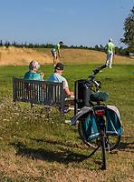 GROESBEEK  - fietsers , recreanten, hole Noord 5,  Golf op Rijk van Nijmegen.   COPYRIGHT KOEN SUYK